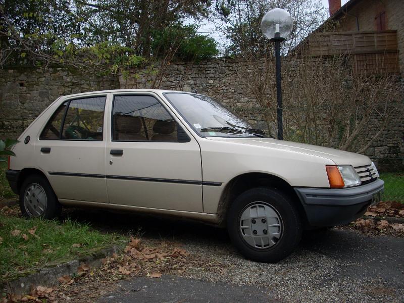 Planete 205  U2022 205 Gr De 1983   Le Parking  U00e0 205
